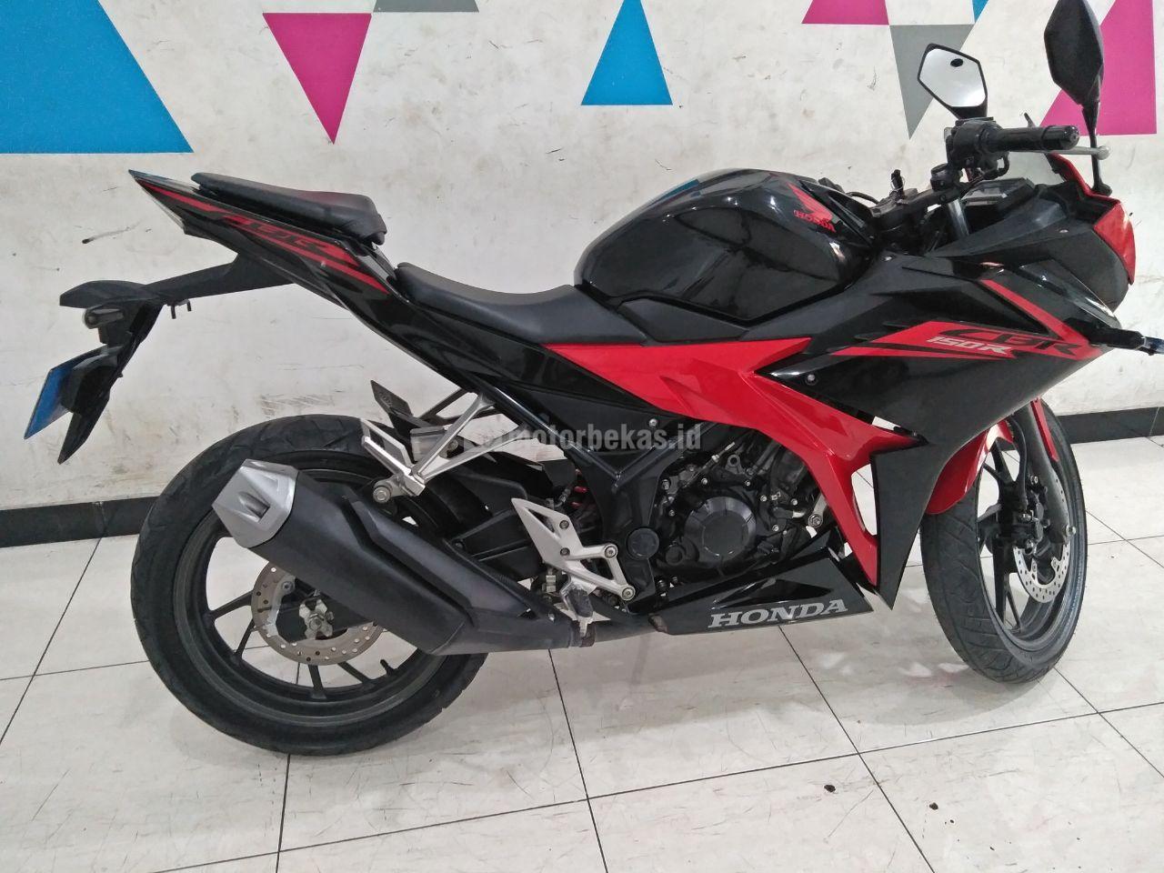 HONDA CBR 150R  4059 motorbekas.id