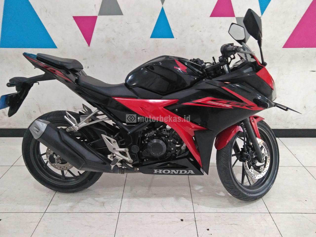 HONDA CBR 150R  4062 motorbekas.id