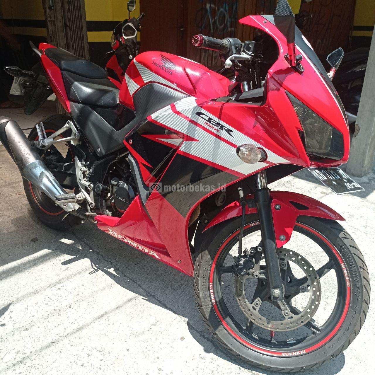 HONDA CBR 150R  2015 motorbekas.id